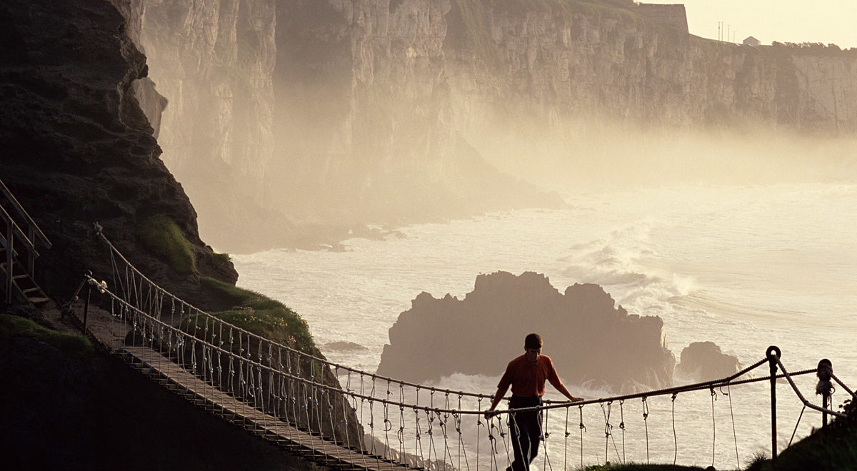 Nord-Irland_carrick-a-rede_rope_bridge