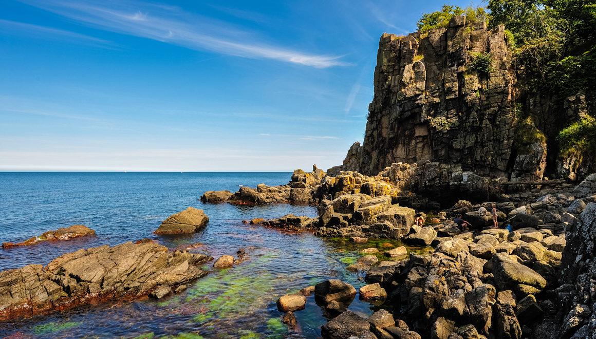 Vakre klipper og klart vann Bornholm