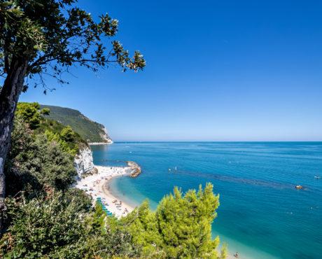 Conero nasjonalpark, Marche, Italia, strand