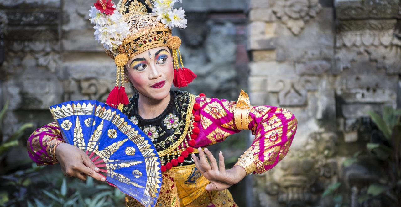 Ramayana dans tempel Bali Indonesia kvinne