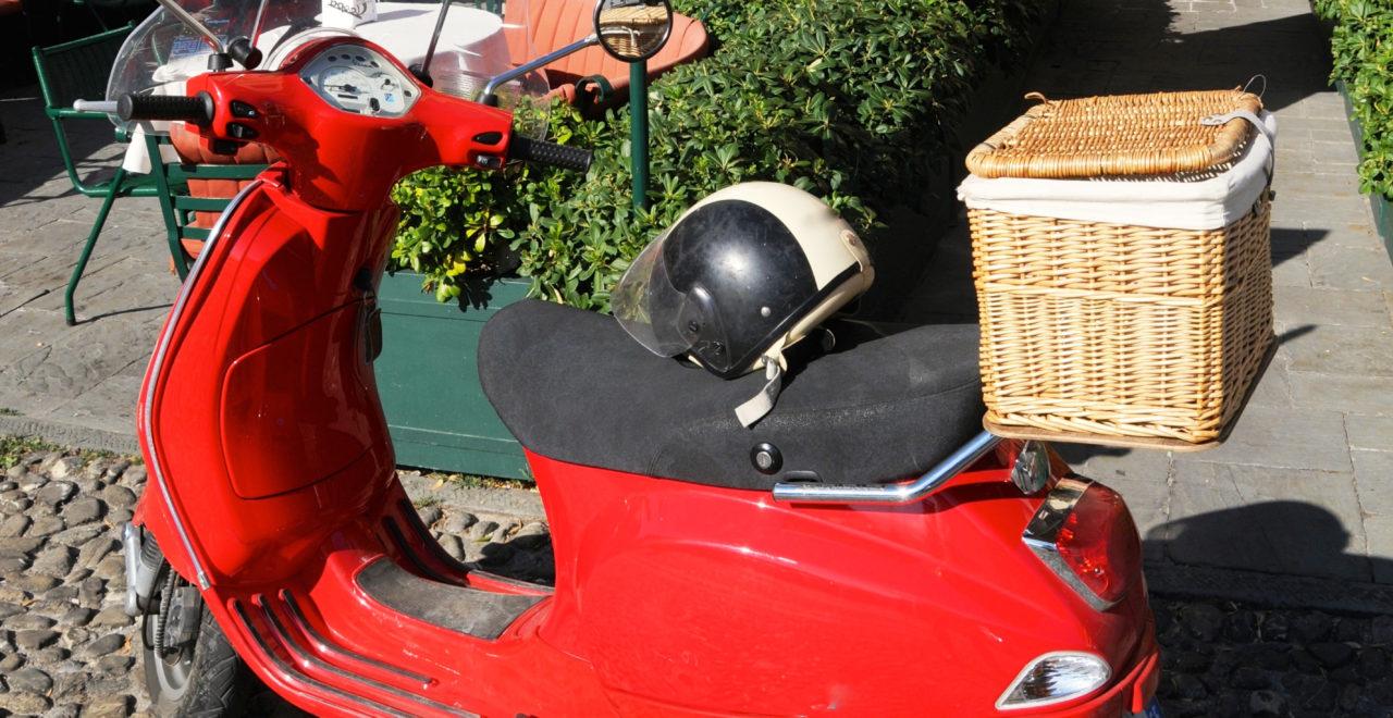 Portofino, Liguria, Italia, scooter, moped