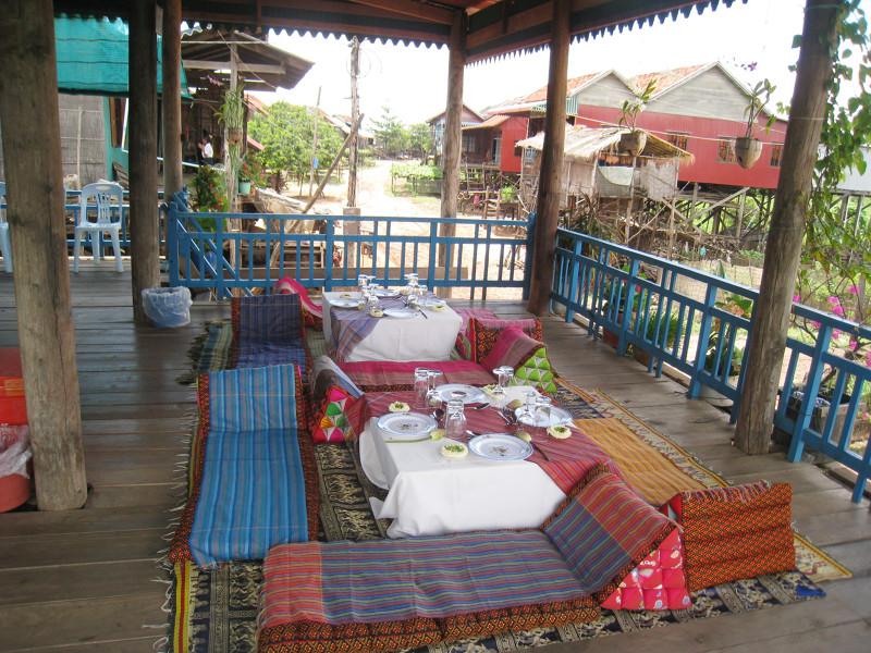 Kambodsja_Siem_Reap_-_Tonle_Sap_Kampong_Khleang_-_Picnic_lunch_in_local_house_Kompong-Khleang