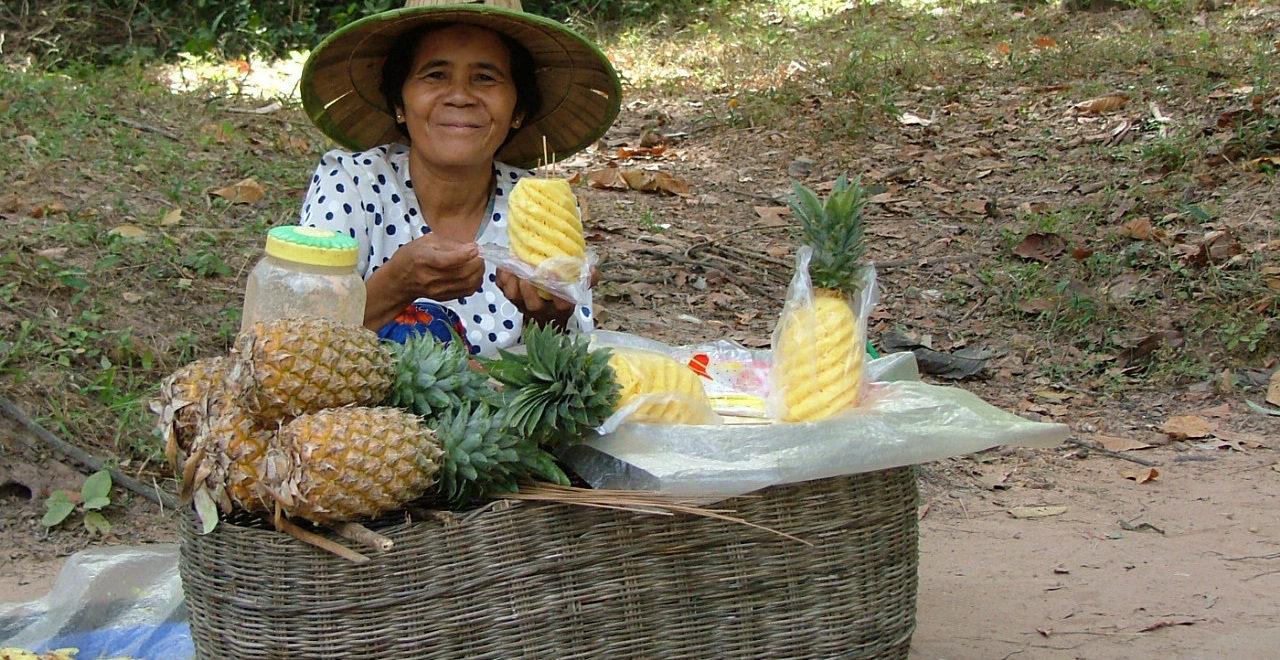 fruktselger_Siem_Reap_Kambodsja_marked