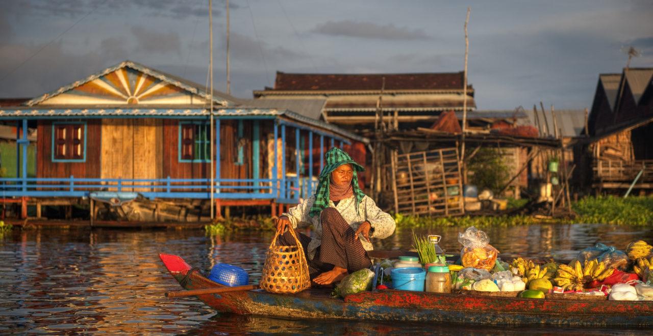 Kambodsja_elv_marked_kvinne