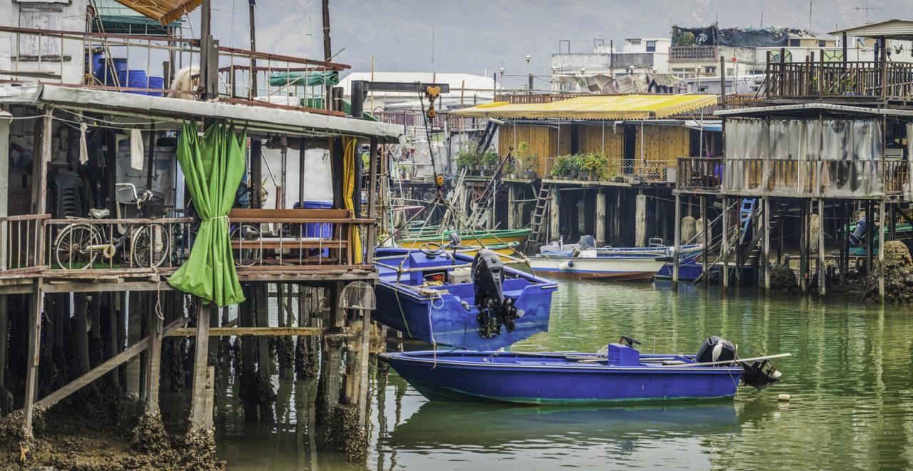 Fishing village stilt houses crowded shacks panorama Hong Kong, Kina