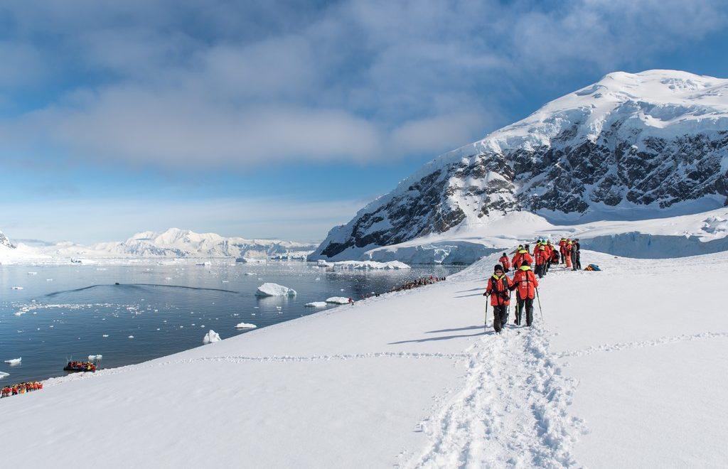 Antarktis_Fjelltur-i-Neko-Harbor-HGR-117341_1024_foto_Stefan_Dall_Hurtigruten