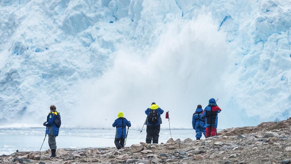 Antarktis_Isbre-som-kalver-Neko-Harbour-Antarktis-HGR-115728_1024_foto_Karsen_Bidstrup_Hurtigruten