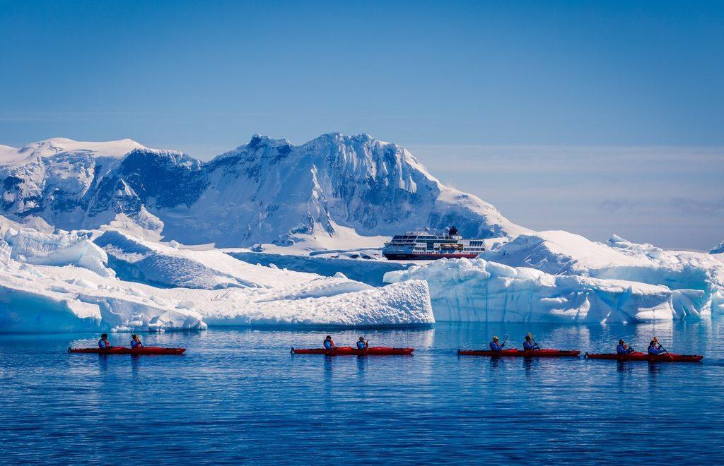 Kajakkpadling-Antarktis-HGR-114050_1024_foto_Maximilian_Schwarz_ Hurtigruten