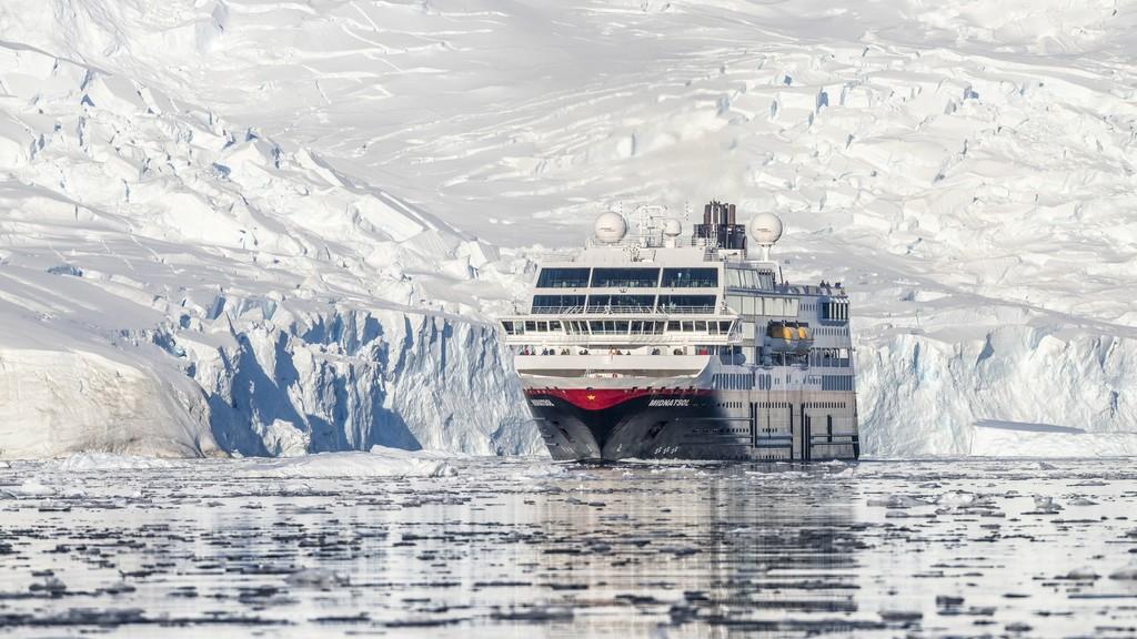 MS-Midnatsol-Neko-Harbour-Antarktis-HGR-115745_1024_foto_Karsen_Bidstrup_Hurtigruten