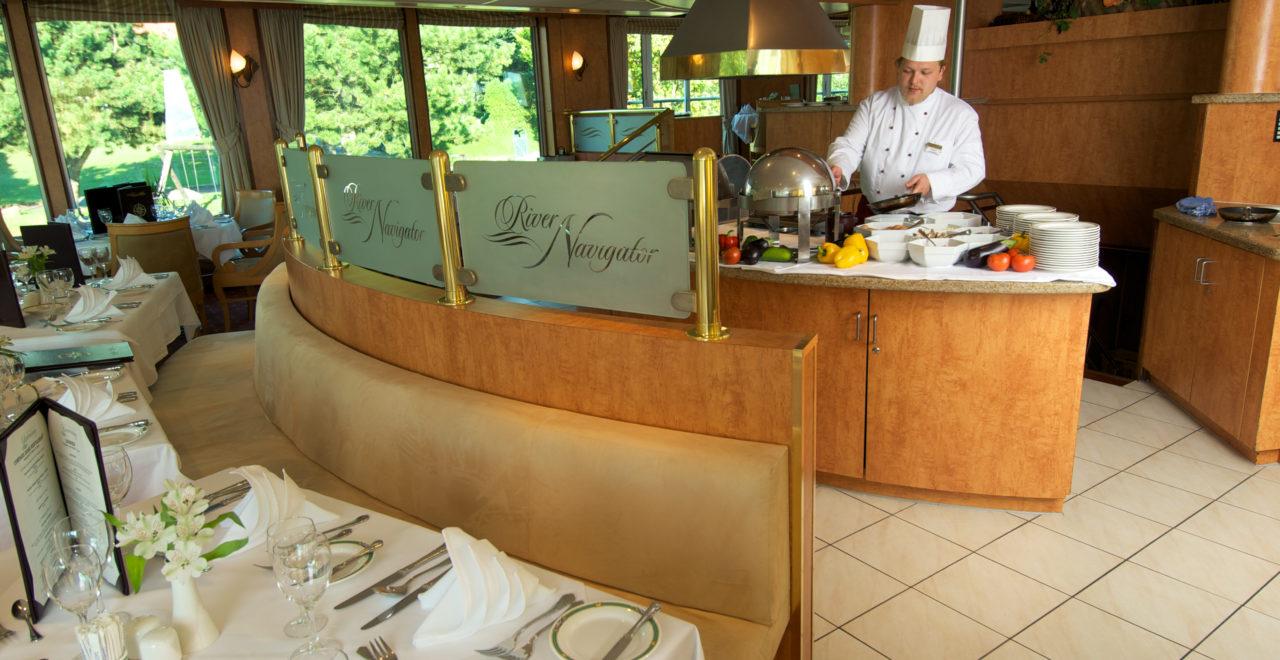 CruiseAway_River_Navigator_restaurant