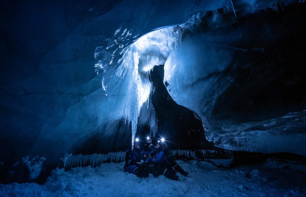 Svalbard_isgrotte